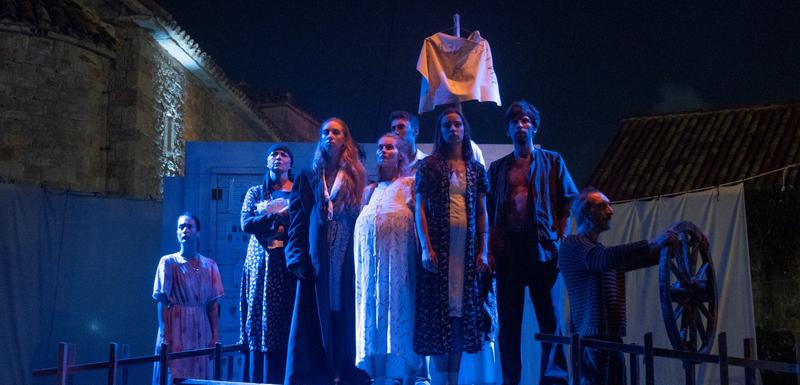"Scenski vrlo atraktivan teatar: Predstava ""Luda trava"""