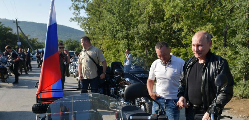 Ruski predsjednik Vladimir Putin na Moto kampu u blizini Sevastopolja (Krim)