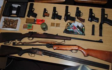 Oružje i municija pronađeni pretresima