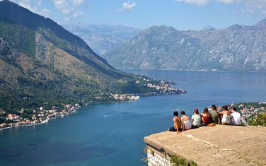 Zakonom nije predviđena kazna za turističke vodiče, a taj problem je posebno izražen u Perastu, Kotoru, Cetinju, Budvi i Baru