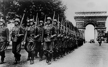Njemački vojnici u okupiranom Parizu