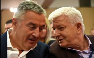 Vlade Đukanovića i Markovića darežljive prema funkcionerima
