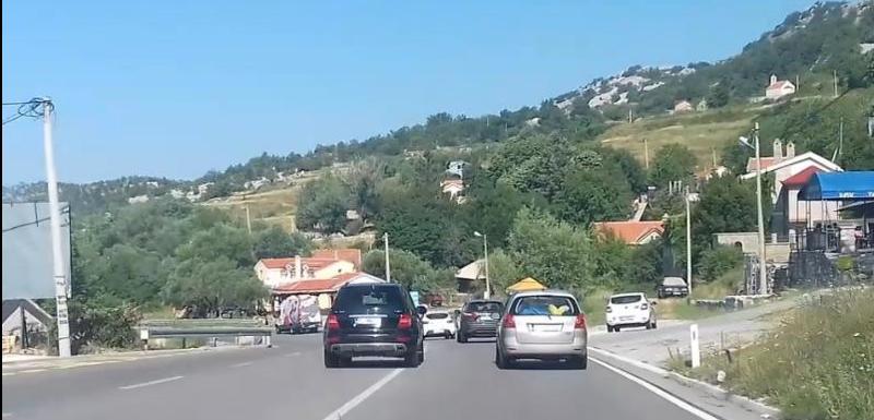 Vozač će biti sankcionisan: Nepropisno preticanje službenim vozilom
