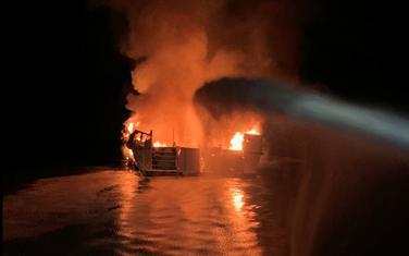 Brod se zapalio kod ostrva Santa Kruz