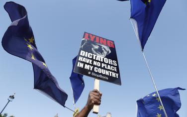 """""""Diktatorima koji lažu nema mjesta u mojoj zemlji"""": Sa protesta protiv u Londonu"""