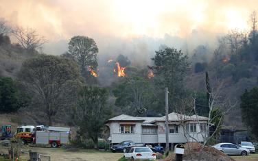 Vatrogasci se bore sa vatrenom stihijom