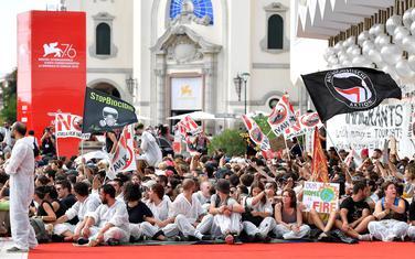 Sa protesta na crvenom tepihu