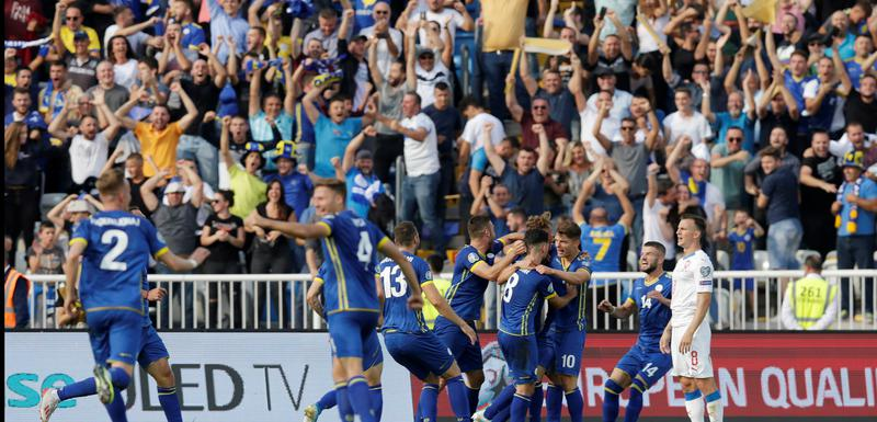 Slavlje kosovskih fudbalera nakon gola protiv Češke
