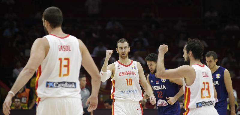 Košarkaši Španije slave na meču sa Srbijom
