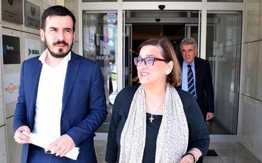 Jokić sa Dragicom Perović i Nevenom Gošovićem ispred Upravnog suda