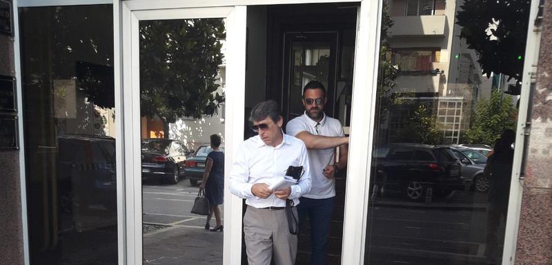 Ulić sa advokatom Vuksanovićem izlazi iz suda (arhiva)