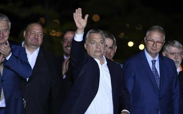 """""""Gardijan"""" ga opisuje kao čovjeka koji sprovodi Orbanovu volju: premijer Mađarske i Tročanji (desno)"""