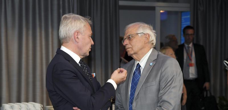 Borel (desno)