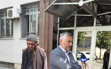 Okrivljeni Neofit sa advokatom ispred Višeg suda (arhiva)