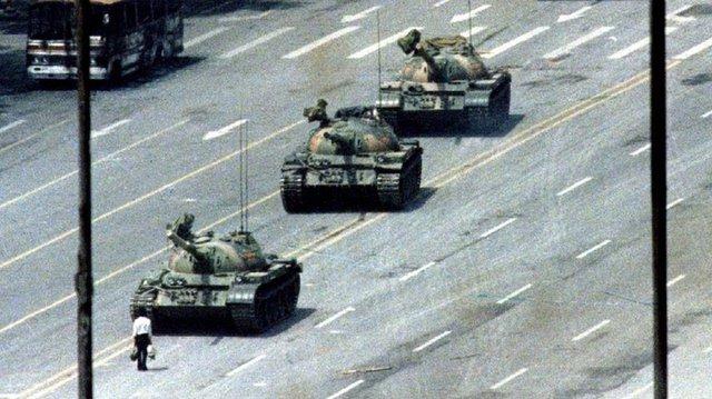 Fotografija postala simbol mirnog otpora širom svijeta