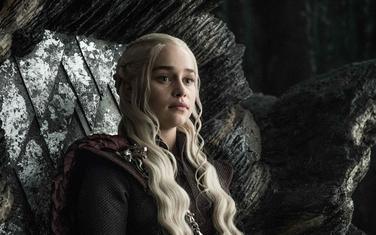 Emilija Klark kao Deneris Targarijen