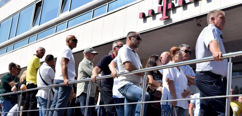 Štrajk radnika Telekoma ispred upravne zgrade