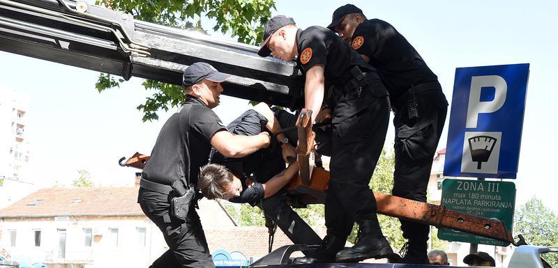 Policija hapsi Milačića