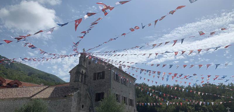 Postavljene zastave
