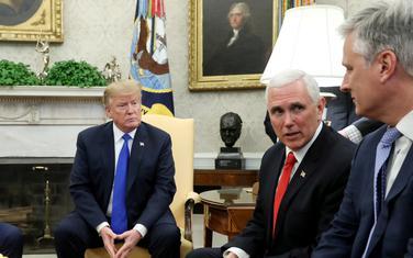 Donald Tramp, potpredsjednik SAD Majk Pens i Robert O'Brajen