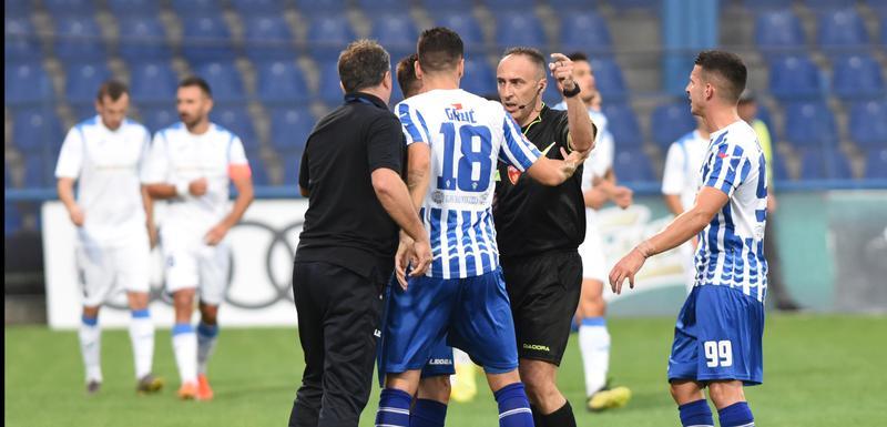 Branko Brnović je dobio crveni karton zbog ulaska u teren i protesta arbitru