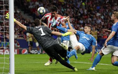 Stefan Savić postiže gol za Atletiko