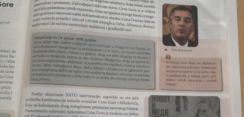 Nema tog tumača istorije i analitičara izvora koji iz ovog udžbenika može utvrditi na kojim je pozicijama bila Crna Gora
