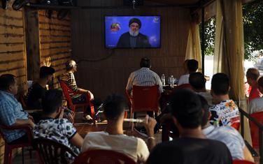 Gosti kafića u Bejrutu prate obraćanje lidera Hezbolaha