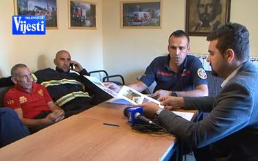 Nikšićki vatrogasci sa novinarom TV Vijesti