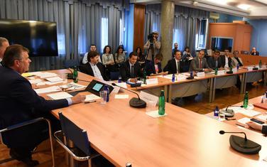 Međunarodna zajednica upozorava, Odbor se i dalje bavi procedurom