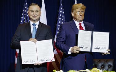 Duda i Tramp nakon potpisivanja sporazuma