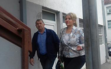 Optužena Haka Tahirović i advokat Drago Konatar dolaze na suđenje