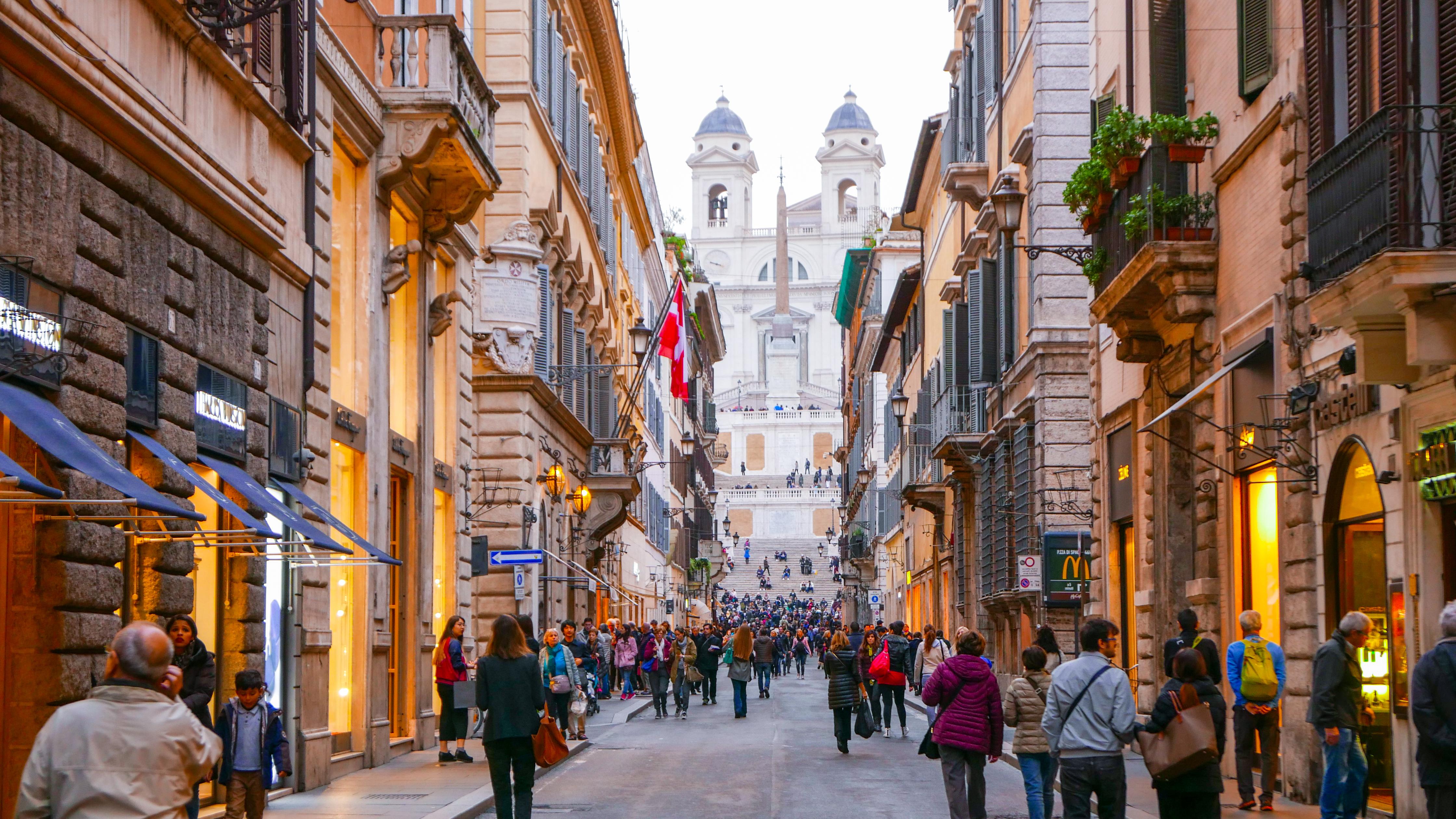 Ulica sa ekskluzivnim buticima u blizini Španskog trga u Rimu (foto: Shutterstock)