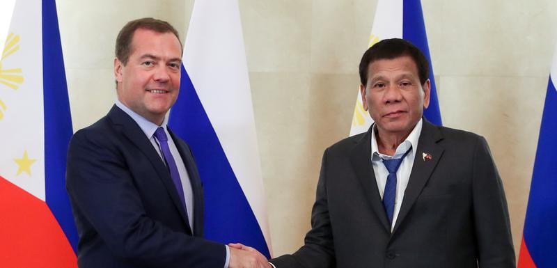 Rusi šaljivo komentarisali Duterteov izgled (desno)