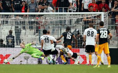 Trenutak odluke: Vilfrid Boli daje gol protiv Bešiktaša