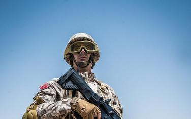 """Turski vojnik sa puškom """"MPT-76"""""""