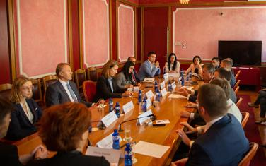Elsa Fenet sa članovima Odbora i šefom delegacije EU u Podgorici Aivom Oravom