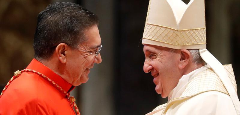 Jedan od izabranih kardinala Migel Anhel Ajuho Gizot sa papom