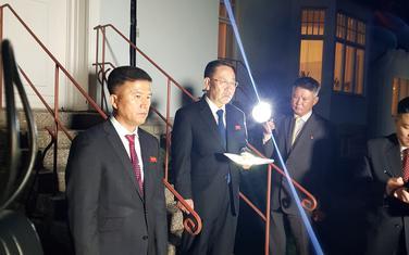 Ispred ambasade Sjeverne Koreje u Stokholmu