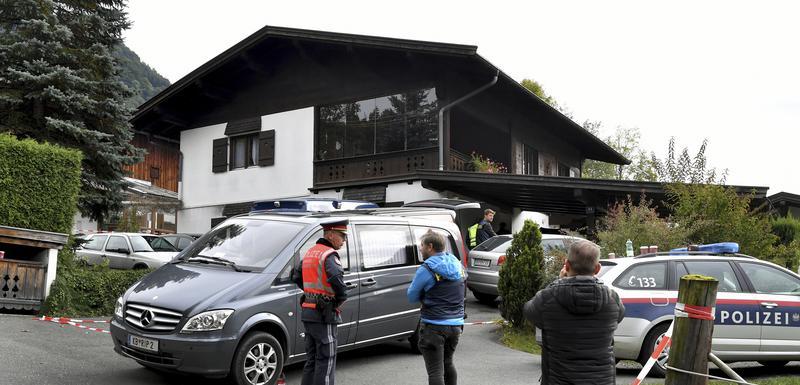 Policija ispred kuće u Kicbilu u kojoj je počinjeno petostruko ubistvo