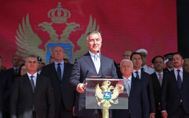 Đukanović sa državnim zvaničnicima juče na proslavi Dana vojske