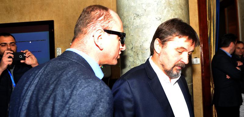 Milan Knežević i Miodrag Vuković (DPS) tokom incidenta u holu Skupštine