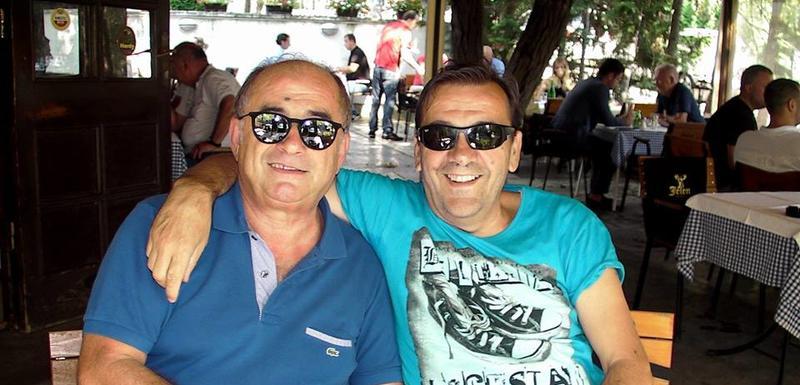 Gula Katapult (desno) sa menadžerom Rakom Marićem