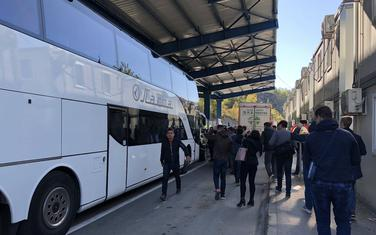Autobus sa fudbalerima Crvene zvezde na granici