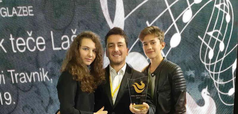 Sara Rakočević i Vladimir Kuč sa svojim mentorom Milošem Vojinovićem