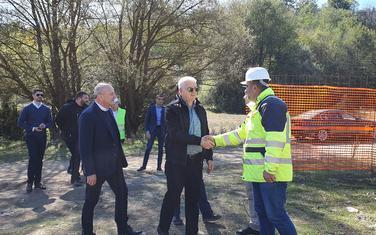 Premijer tokom obilaska gradilišta