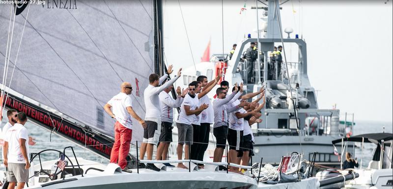 "Crnogorska posada na jedrilici ""Shinning"""