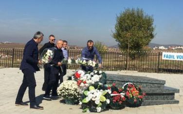 Delegacija FSCG na grobu Fadilja Vokrija