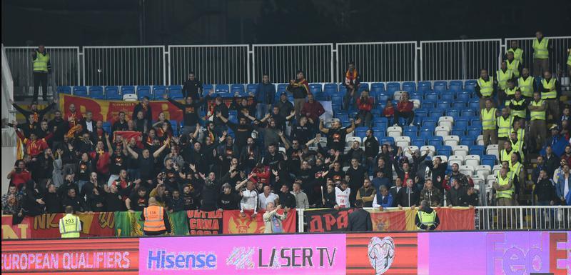 Navijači crnogorske reprezentacije u Prištini