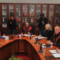 Sjednica Ustavnog suda (Muratović prva slijeva, Šarkinović drugi s desna)